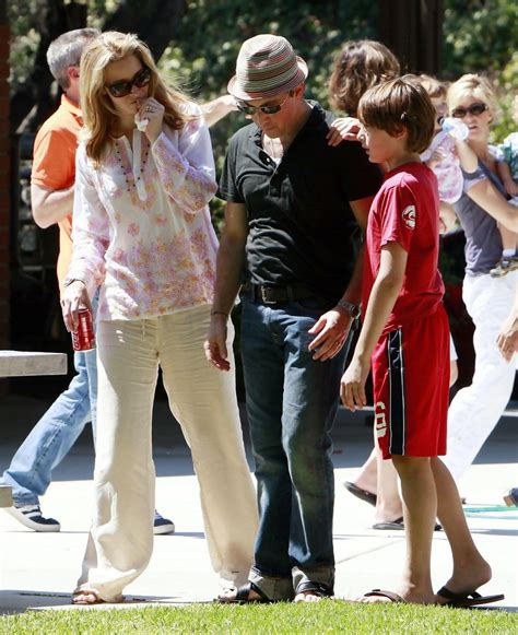 Lisa Kudrow in LISA KUDROW Dumping Hubby For A Younger